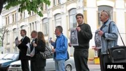 Ланцуг памяці Юры Захаранкі ў Гомелі 7траўня 2009году.