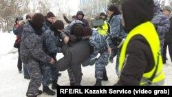 جلوگیری پولیس از تظاهرات مردم در قزاقستان