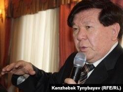 Ақын Мұхтар Шаханов. Алматы, 22 ақпан 2011 жыл.