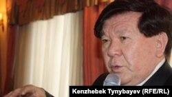 Поэт Мухтар Шаханов. Алматы, 22 февраля 2011 года.