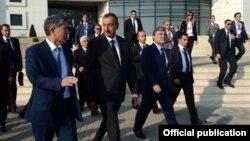 Туркий тилли давлатлар президентларининг Озарбайжонда ўтган саммити иштирокчилари.