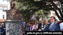 Открытие памятника Франклину Рузвельту в Ялте, 22 апреля 2017 года