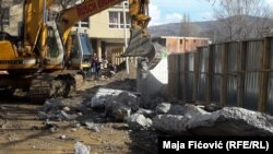Rušenju zida u Severnoj Mitrovici prethodio je dramatičan susret premijera Srbije sa Srbima sa severa Kosova u Raški