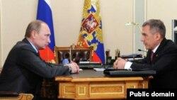 Русия президенты Владимир Путин (с) һәм Татарстан президенты Рөстәм Миңнеханов