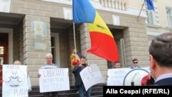 Protest spontan după arestarea a patru membri ai Platformei DA participanți la protestele din 24 aprilie, Chișinău, 5 mai 2016.