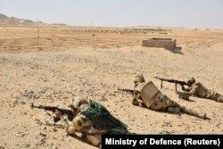 Египетские военнослужащие на учениях в пустыне возле границы с Ливией. 2019 год