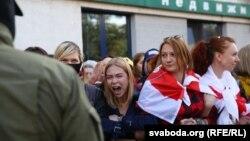 «Бліскучы марш» у Менску скончыўся масавымі затрыманьнямі жанчын. ШМАТ ФОТА