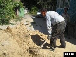 Узбекские мигранты в частном строительстве в Алматы. 2008 год.