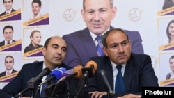 Armenia - Nikol Pashinian (R) and Edmon Marukian, leaders of the opposition Yelk alliance, hold a news conference in Yerevan, 8May2017.