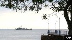 В Гагре местные рыболовы дважды проводили собрания и обращались к властям с требованием запретить промысел рыболовецким судам, которые представляют совместные турецко-абхазские предприятия и слишком близко подходили там к берегу