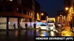 پلیس بلژیک روز شنبه، با انجام چندین عملیات جستجو در محله مولنبیک، چند نفر را در ارتباط با حملات پاریس بازداشت کرده است.