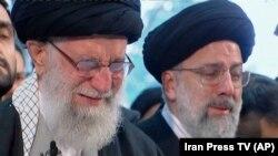 Iranianët vajtojnë për komandantin e vrarë