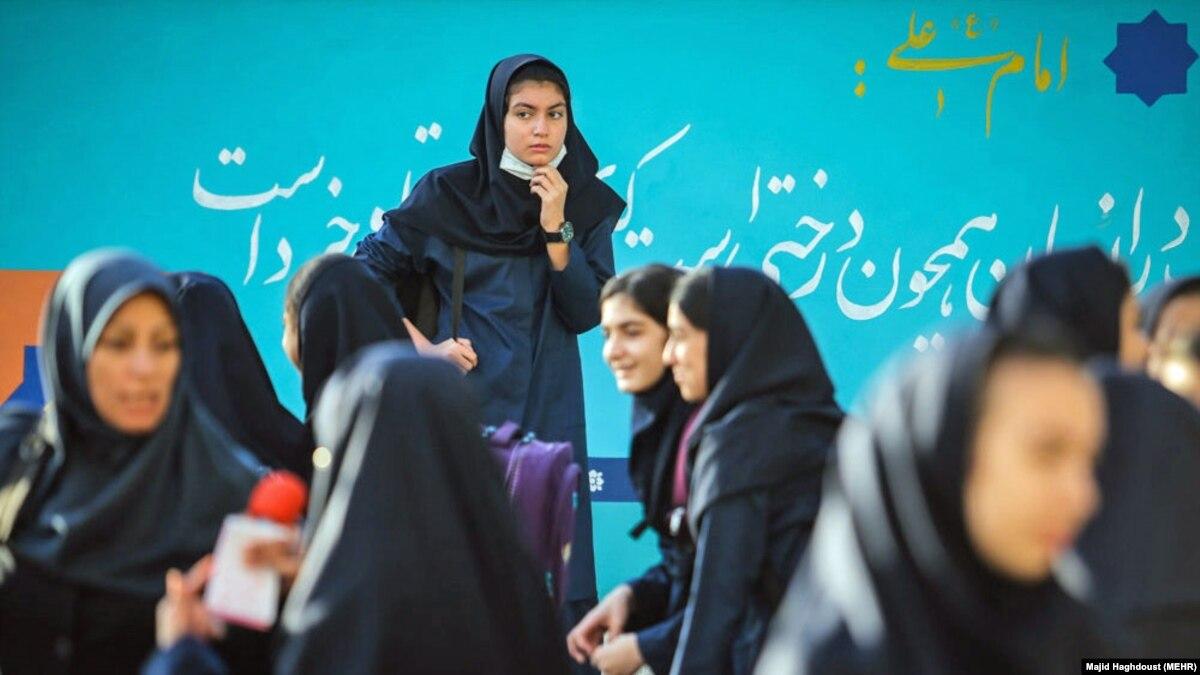 اعتراض وزیر آموزش و پرورش ایران به طرح فرمانده بسیج برای مدارس