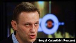 """Российский оппозиционный политик Алексей Навальный во время интервью на радиостанции """"Эхо Москвы"""". Москва, 27 декабря 2017 года."""