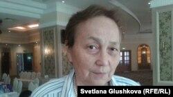Алматы қаласындағы әлеуметтік қызметкерлер мен волонтерлер қауымдастығы президенті Гүлнұр Хакімжанова. Астана, 26 маусым 2014 жыл.