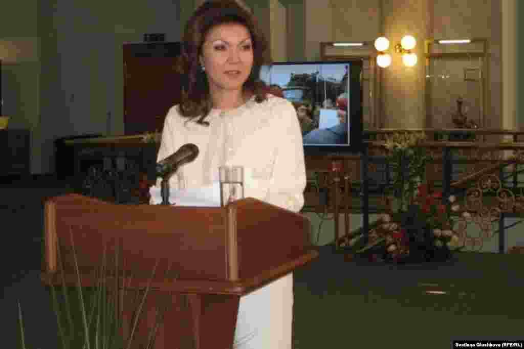 Став вице-спикером мажилиса, Дарига Назарбаева одновременно возглавила фракцию президентской партии «Нур Отан» в парламенте.