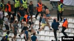 Столкновения болельщиков на матче Англия-Россия 11 июня
