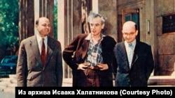 Халатников, Дау и Лифшиц в Институте физических проблем