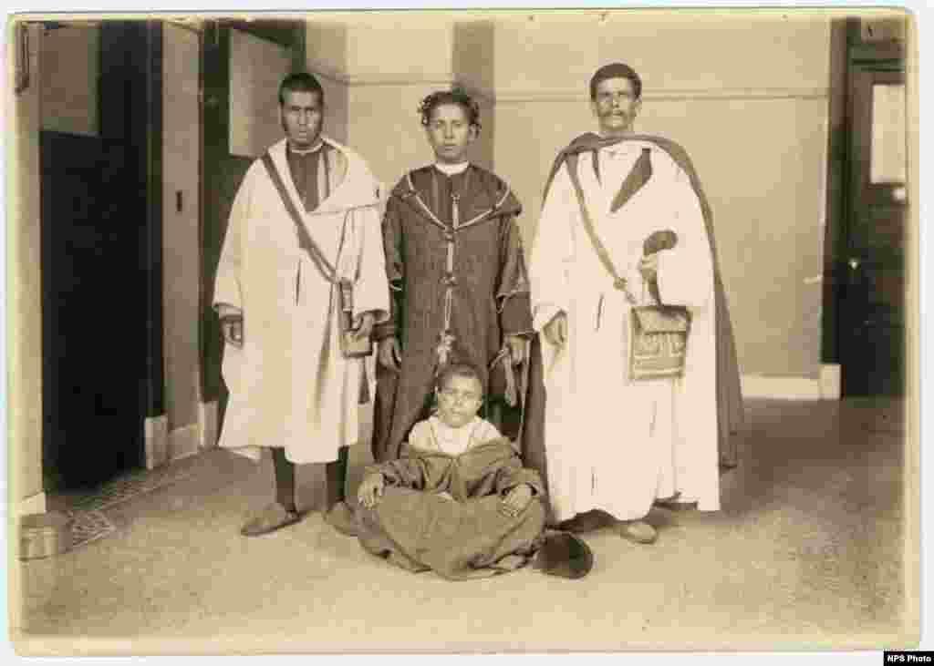 A Moroccan family.