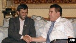 احمدی نژاد در ژوئیه سال 2006 به دوشنبه رفت و نیازف دیدار کرد.