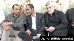 حبیبالله خراسانی (چپ)، حمید بقایی و علیاکبر جوانفکر در سومین روز از بستنشینی در آرامگاه عبدالعظیم
