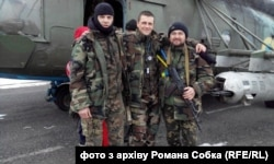 Лікар Роман Собко (в центрі) на Донбасі