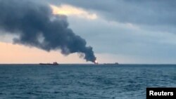 Пожар на танкерах у берегов Крыма