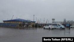 Таможенный пост в морском порту Актау. Январь 2016 года.
