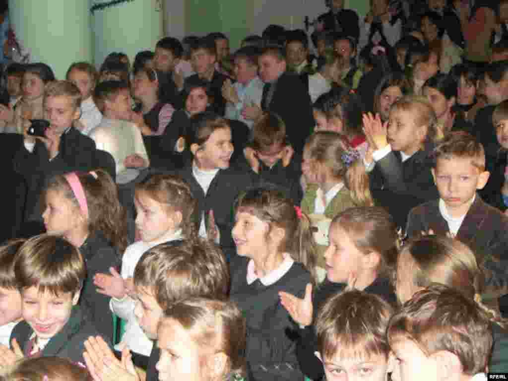 Це вже вдруге у гімназії відбувається Різдвяно-новорічне свято, незмінним атрибутом якого є вертеп - вертеп, школа