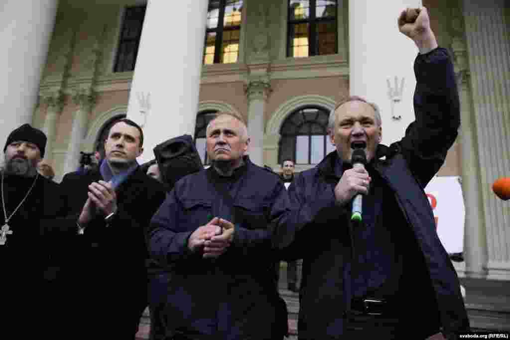 Лидер «Белорусского национального конгресса» Николай Статкевич призвал своих сторонников вновь собраться 20 октября на «Марш возмущенных белорусов 2.0».