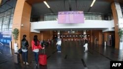 Табло расписания рейсов в аэропорту Донецка