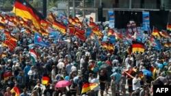 """Участники марша """"Будущее Германии"""", Берлин, 27 мая 2018 года."""