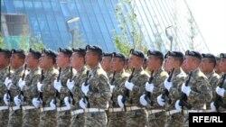 Қазақстан Конституциясының қабылданғанына 14 жыл толуына орай өткізілген әскери шеру. Астана, 30 тамыз 2009 жыл.