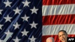 باراک اوباما، رییس جمهور آمریکا، در یکی از کارزارهای حزب دمکرات در فیلادلفیا که در آن خواستار حضور رای دهندگان دمکرات در پای صندوق های رای شد.