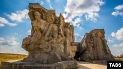 Мемориал у Аджимушкайских каменоломень в Керчи