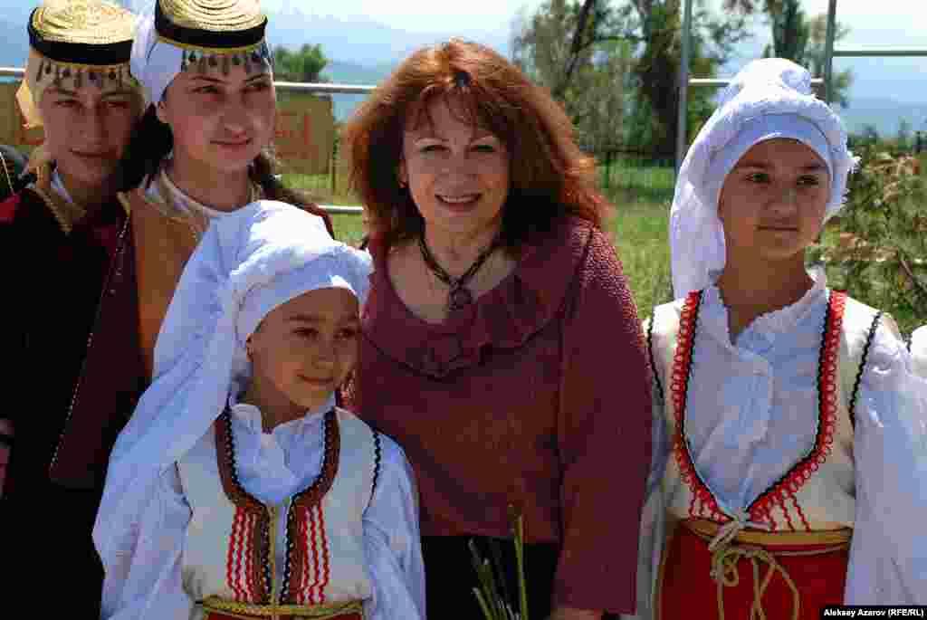 Еще одна гостья из Москвы - певица Ксения Георгиади (в центре), заслуженная артистка России. Ее детство прошло в городе Кентау Южно-Казахстанской области.