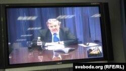 Arxiv foto: ABŞ-ın ATƏT-dəki səfiri İan Kelly Belorus müxalifətçiləri ilə videokonfrans zamanı.