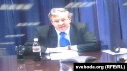 Иен Келли участвует в видео-конференции