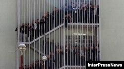 Массовая голодовка в исправительном учреждении началась еще на прошлой неделе. В Министерстве по исполнению наказаний заявляют, что держат ситуацию в Гегутской тюрьме под контролем