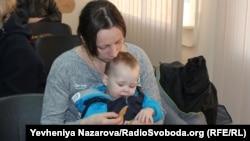 Дружина загиблого бійця Тіїсія Паршенко з сином Спартаком