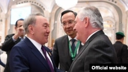 Kazakh President Nursultan Nazarbaev (left) meets with U.S. Secretary of State Rex Tillerson on the sidelines of a summit of Muslim countries in Riyadh on May 21.