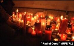 Praga ndezë qirinj për ish presidentin e ndjerë...