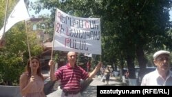 Երեք շենքերի բնակիչները նախագահականի մոտ, Երևան, 23-ը հուլիսի, 2015թ․