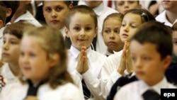 Министр образования Польши уверен, что введение школьной формы значительно улучшит дисциплину в школах, поэтому игра стоит свеч