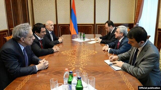 Armenia - President Serzh Sarkisian (C,R) meets with Gagik Tsarukian (C,L) and senior members of his Prosperous Armenia Party, Yerevan,10Apr2014