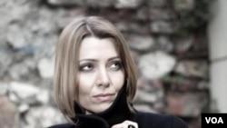 Türk yazıçısı Elif Şafak.