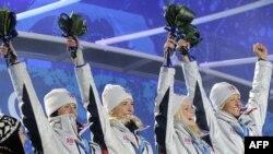 Норвежцам не привыкать к победам на зимних Олимпиадах. Так лыжницы этой страны праздновали победу в эстафете на Играх в Ванкувере (2010)
