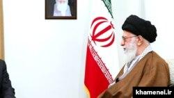 رهبر مذهبی ایران در سال ۲۰۱۳ فتوای را صادر کرده که داد و ستد با بهاییها را خاتمه دهند.