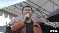 Мелис Эшимканов учурунда УТРКда реформа жүргүзүүнү талап кылган оппозициялык саясатчылардын бири болгон.