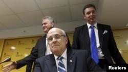 Rudi Đulijani u Beogradu, tokom konferencije sa Tomislavom Nikolićem i Aleksandrom Vučićem